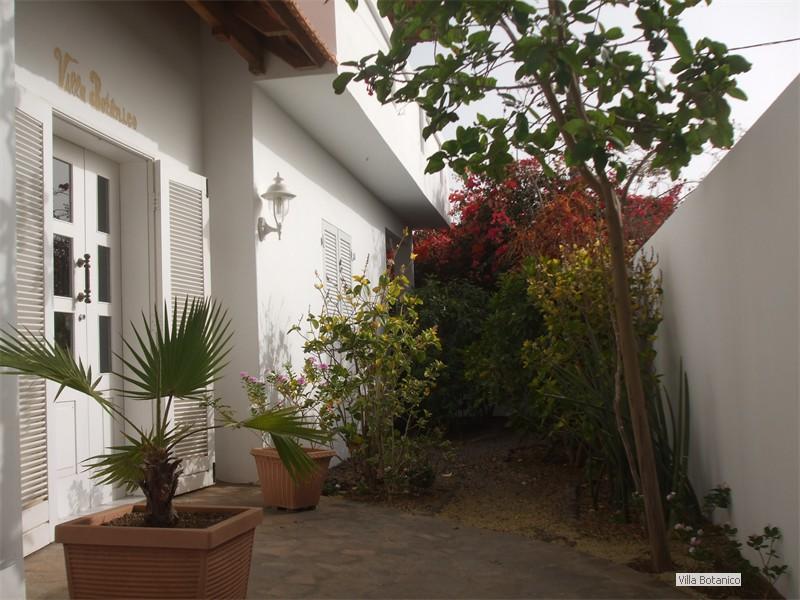 01_Eingang Villa Botanico